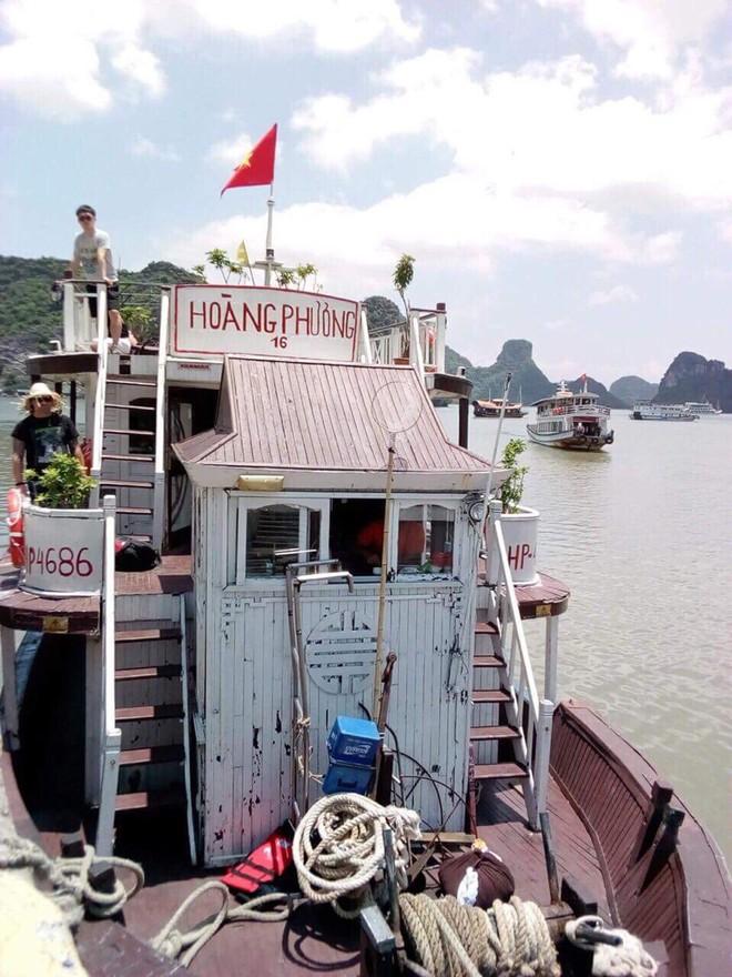 Tàu du lịch Hoàng Phương, số đăng ký HP4686 bị du khách Tây tố chất lượng kém