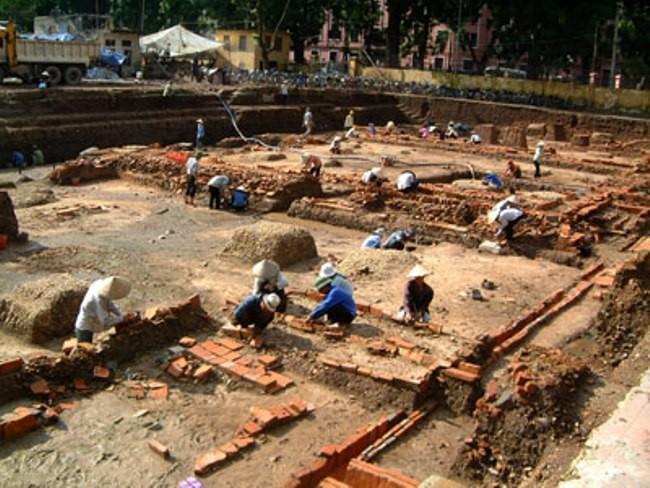 Tiếp tục khai quật khảo cổ tại Hoàng thành Thăng Long - Hà Nội ảnh 1