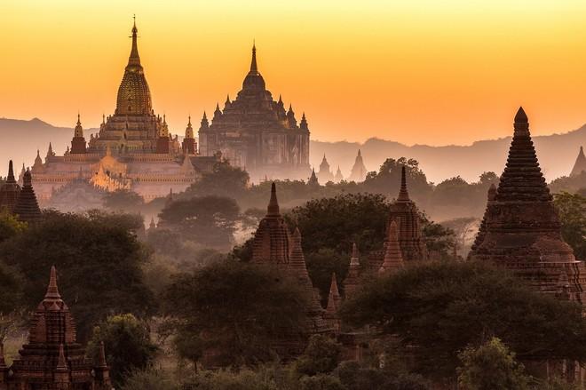 Hoàng hôn ở đồng bằng Bagan (Myanmar)