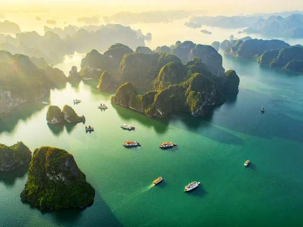 Trước đó, Reader's Digest từng ca ngợi vịnh Hạ Long trong top 15 kỳ quan gây bất ngờ cho du khách