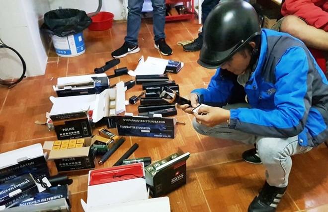 Số công cụ hỗ trợ được lực lượng công an phát hiện tại phòng trọ của Phong và Xuân