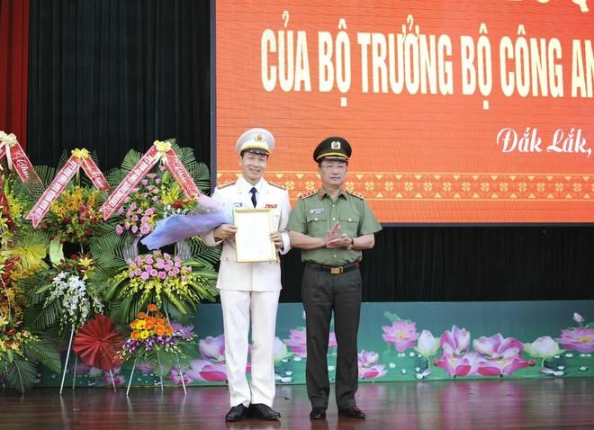 Thứ trưởng Bộ Công an Thượng tướng Nguyễn Văn Thành trao quyết định bổ nhiệm
