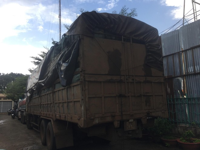 Chiếc xe vận chuyển khoảng 14 tấn hàng thuộc danh mục cấm nhập khẩu