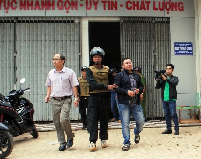 Cơ quan CSĐT công an tỉnh Gia Lai bắt giữ các đối tượng của Cty Nhất Tín Phát