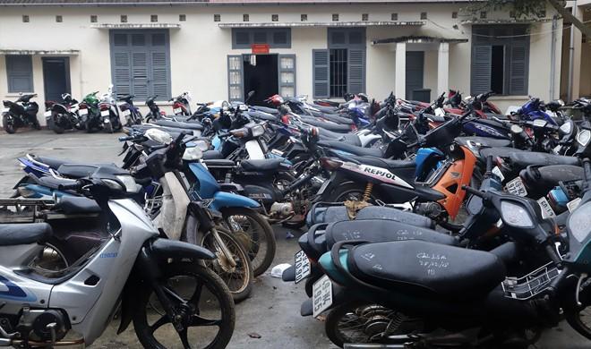 71 chiếc xe máy các loại được Công an TP Bảo Lộc thu giữ