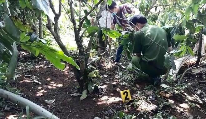 Cơ quan chức năng khám nghiệm hiện trường vụ án mạng