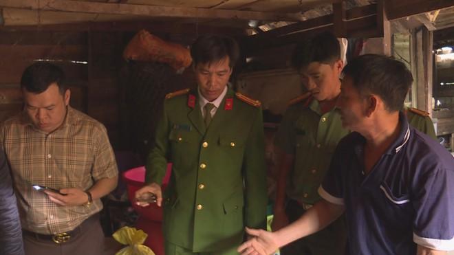 Lực lượng Công an khám xét nhà đối tượng Tuấn.