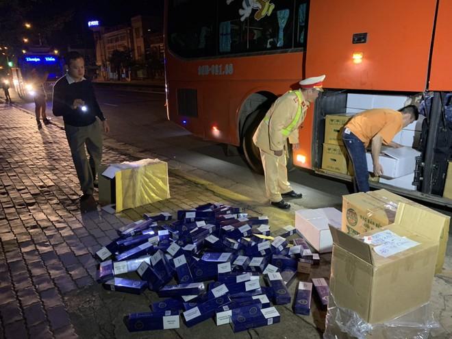 Cơ quan công an kiểm tra phát hiện 1.000 bao thuốc lá lậu