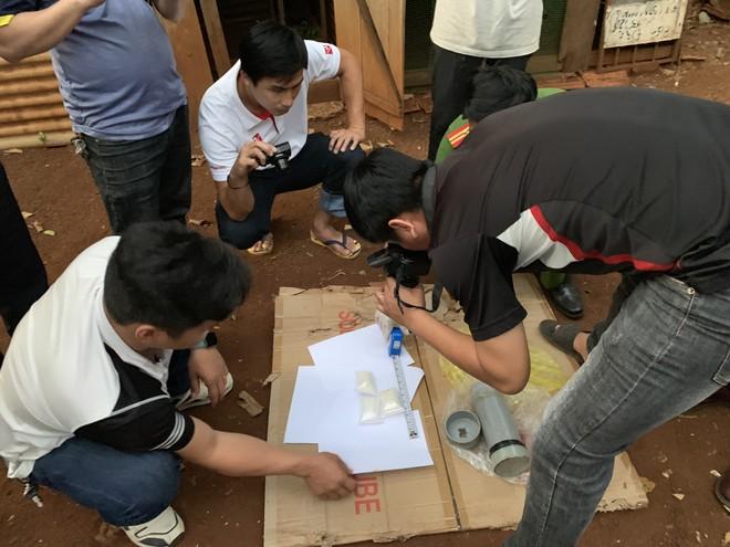 Cơ quan Công an thu giữ số ma túy đá tại nhà bố mẹ của Sang.
