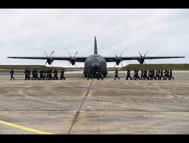 """Pháp tiếp nhận """"gã khổng lồ"""" vận tải C-130J Super Hercules từ bên kia Đại Tây Dương ảnh 1"""