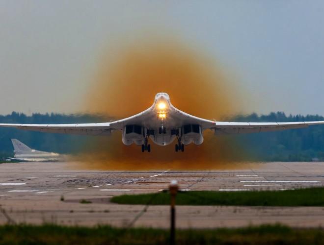 Nga tiếp nhận 4 máy bay ném bom thế hệ mới Tupolev-160M2 vào năm 2023 ảnh 1
