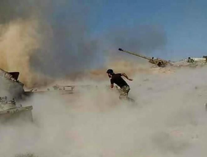 SAA 'dội bão lửa' Jaysh Al-Izza Bắc Hama khi điểm 'nóng' tăng nhiệt ảnh 1