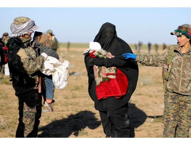 SDF sơ tán dân thường khỏi căn cứ cuối cùng của IS miền đông Syria ảnh 1