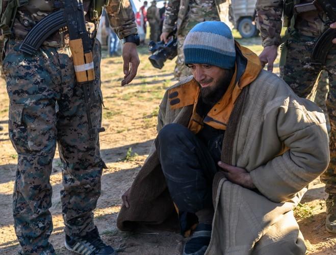Hàng trăm tay súng IS đầu hàng dù mức độ tấn công của SDF giảm mạnh ảnh 2