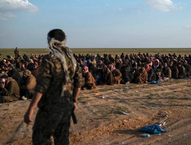 Thêm 400 phiến binh IS tại căn cứ cuối cùng Baghouz đầu hàng SDF trong 'cơn tức giận' ảnh 1