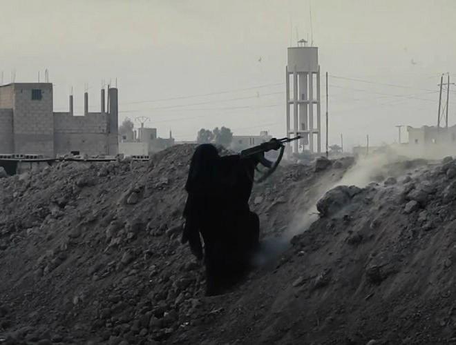 IS dùng phụ nữ và trẻ em tấn công Baghouz, nhiều binh sĩ SDF thiệt mạng ảnh 1