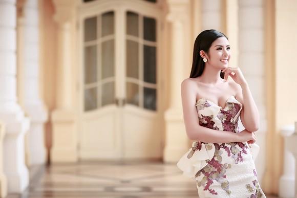 Hoa hậu Ngọc Hân khéo khoe vòng 1 căng tràn trong chiếc... đầm đuôi cá ảnh 4