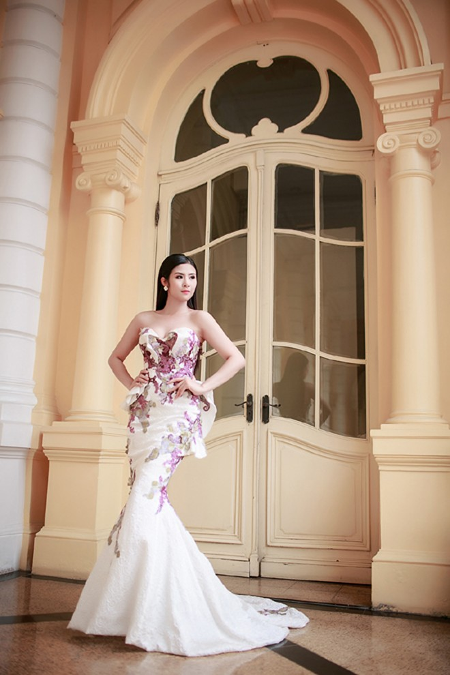 Hoa hậu Ngọc Hân khéo khoe vòng 1 căng tràn trong chiếc... đầm đuôi cá ảnh 5