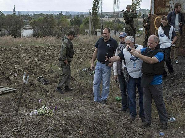 Chấn động: Nội tạng một số nạn nhân trong mộ tập thể ở Donetsk biến mất ảnh 1