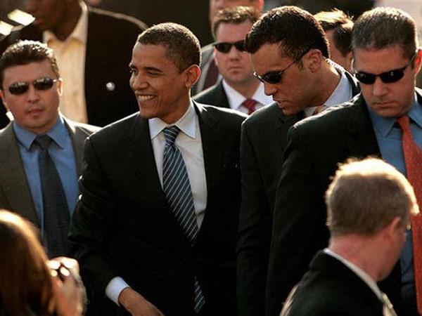 Người lạ mang súng lọt vào thang máy của Tổng thống Obama ảnh 1