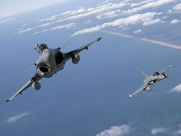 Pháp triển khai thêm 3 máy bay và 1 tàu chiến UAE chống IS ảnh 1