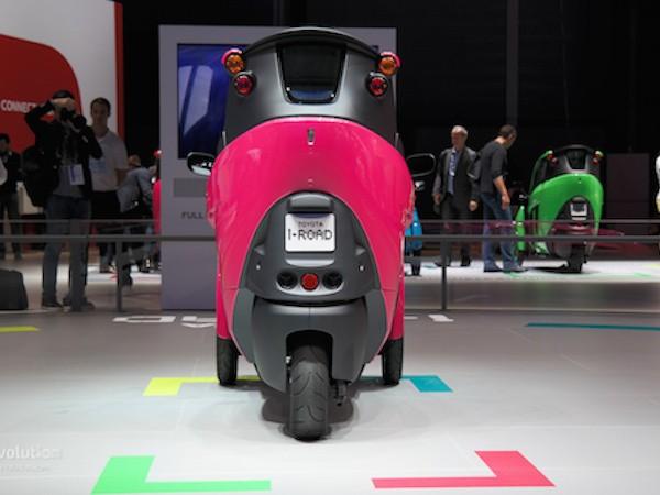Toyota i-Road hồng rực ấn tượng tại triển lãm xe Paris ảnh 2
