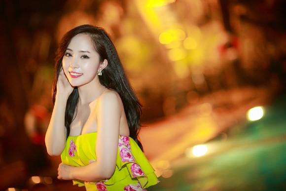"""""""Cá sấu chúa"""" Quỳnh Nga xinh đẹp đi dự event một mình ảnh 9"""