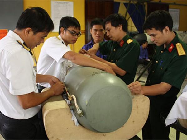 Nghiên cứu làm chủ các loại vũ khí trang bị kỹ thuật hiện đại ảnh 1
