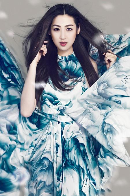 Xao lòng ngắm nhìn Á hậu Tú Anh xinh đẹp như búp bê ảnh 4