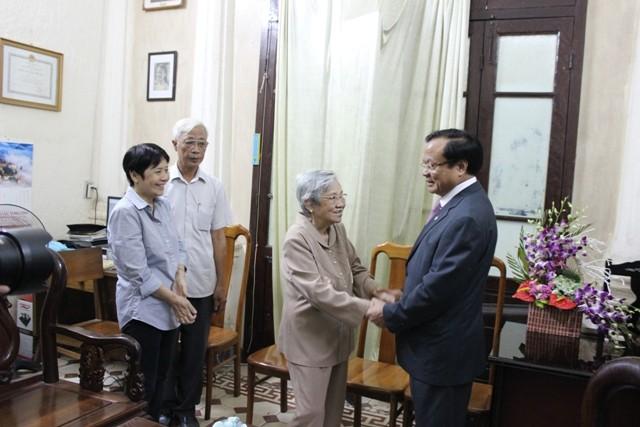 Bí thư Phạm Quang Nghị thăm gia đình các đồng chí nguyên là lãnh đạo TP.Hà Nội ảnh 1