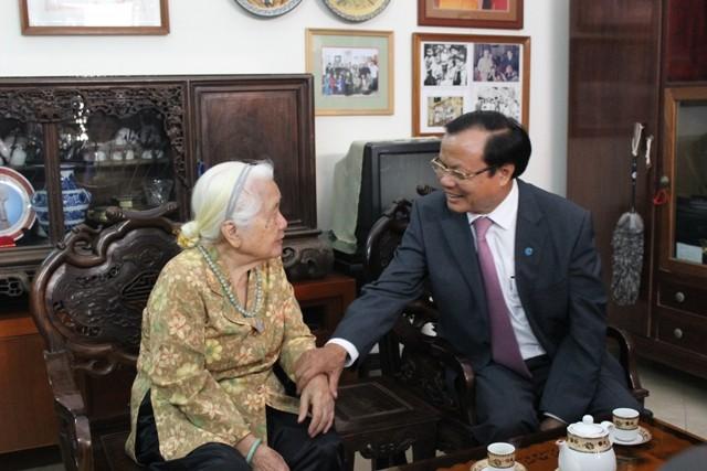 Bí thư Phạm Quang Nghị thăm gia đình các đồng chí nguyên là lãnh đạo TP.Hà Nội ảnh 2
