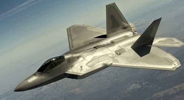 """J-20 của Trung Quốc có thể """"đè bẹp"""" siêu tiêm kích F-22 của Mỹ? ảnh 1"""