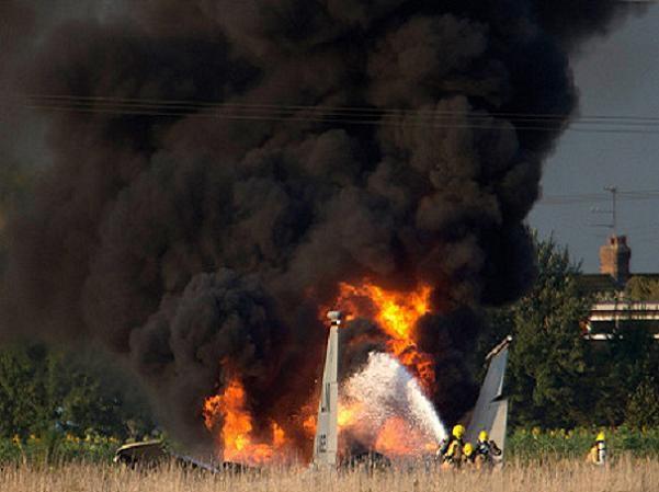 Máy bay chiến đấu F-15D của Mỹ rơi khi đang huấn luyện tại Anh ảnh 1