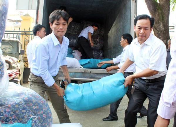 Báo ANTĐ cùng các nhà hảo tâm mang hơi ấm đến vùng cao Sơn La ảnh 3