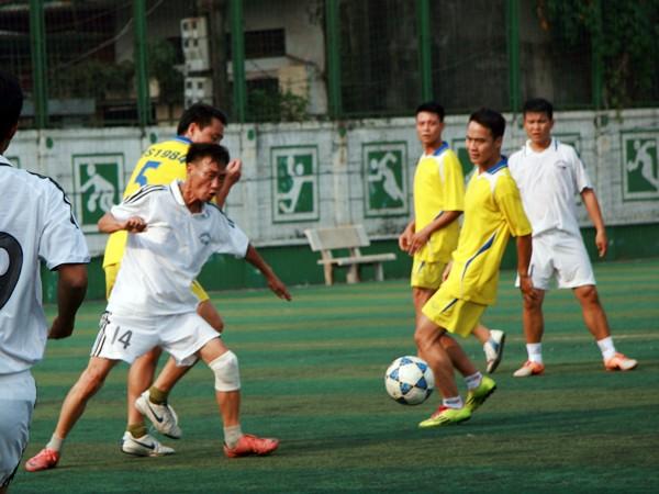 Sôi nổi giải bóng đá quận Hoàn Kiếm năm 2014 ảnh 1