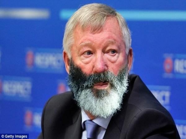 Cựu sao M.U chia tay bộ râu kỳ quặc gây sốt mạng ảnh 6