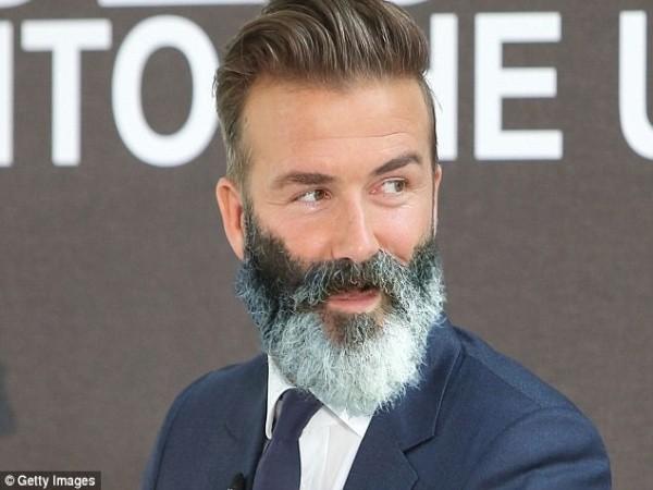 Cựu sao M.U chia tay bộ râu kỳ quặc gây sốt mạng ảnh 5