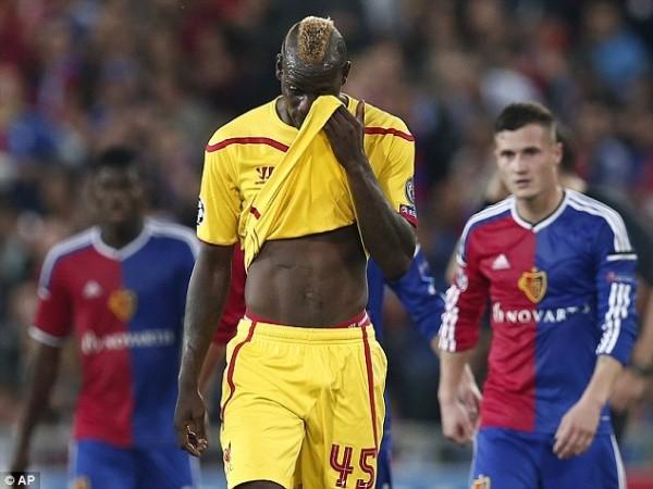 """Sốc: """"Bé hư"""" Balotelli sa sút phong độ vì…lợn cưng ảnh 1"""