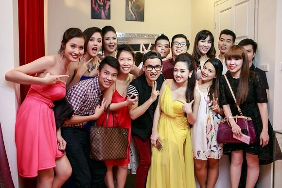 Hoa hậu Ngọc Hân cùng dàn mỹ nhân hội ngộ chúc mừng NTK Hà Duy ảnh 11