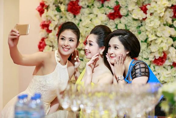 Hoa hậu Ngọc Hân cùng dàn mỹ nhân hội ngộ chúc mừng NTK Hà Duy ảnh 5