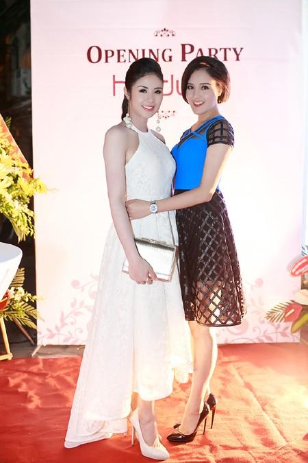 Hoa hậu Ngọc Hân cùng dàn mỹ nhân hội ngộ chúc mừng NTK Hà Duy ảnh 2