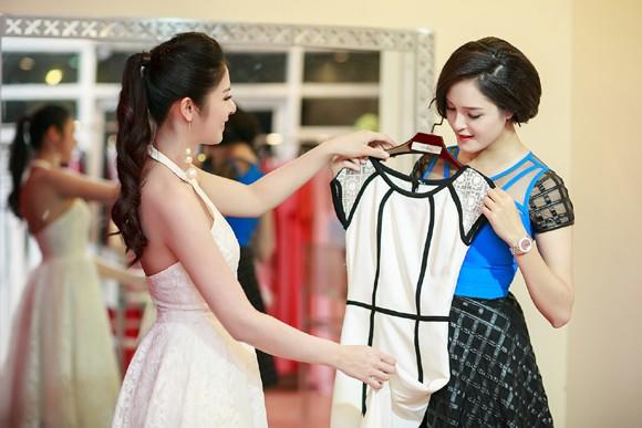 Hoa hậu Ngọc Hân cùng dàn mỹ nhân hội ngộ chúc mừng NTK Hà Duy ảnh 3