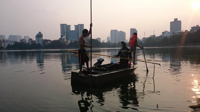 Tìm thấy thi thể nạn nhân đuối nước ở hồ Hoàng Cầu ảnh 1