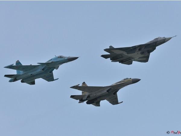 Nga tiếp nhận 60 máy bay chiến đấu Sukhoi và Yak-130 vào năm 2015 ảnh 1