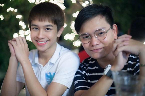 """Chí Thành X Factor """"hộ tống"""" hot boy Thái Lan khám phá thành phố biển ảnh 11"""