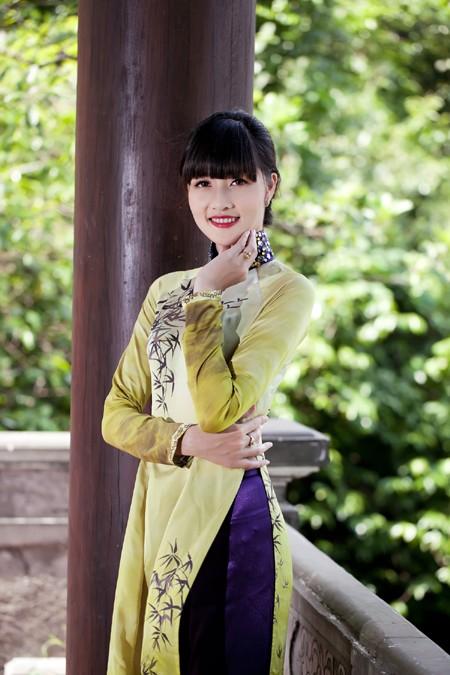 Hoa hậu Triệu Thị Hà mộc mạc khoe sắc tại Tràng An ảnh 8