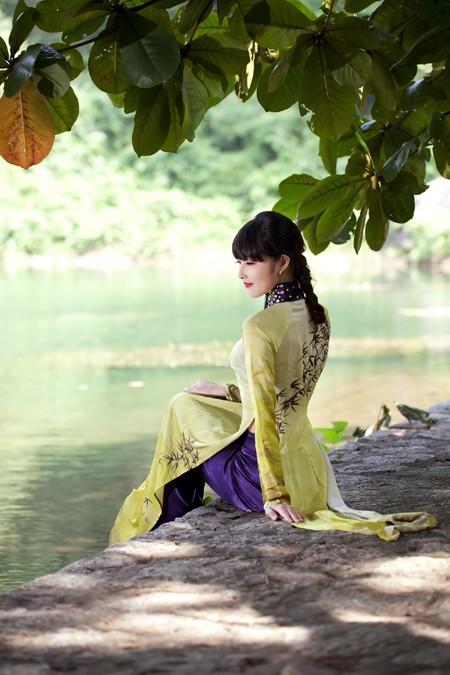 Hoa hậu Triệu Thị Hà mộc mạc khoe sắc tại Tràng An ảnh 10
