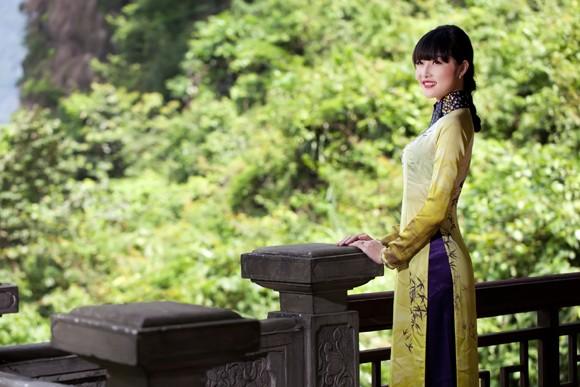 Hoa hậu Triệu Thị Hà mộc mạc khoe sắc tại Tràng An ảnh 9