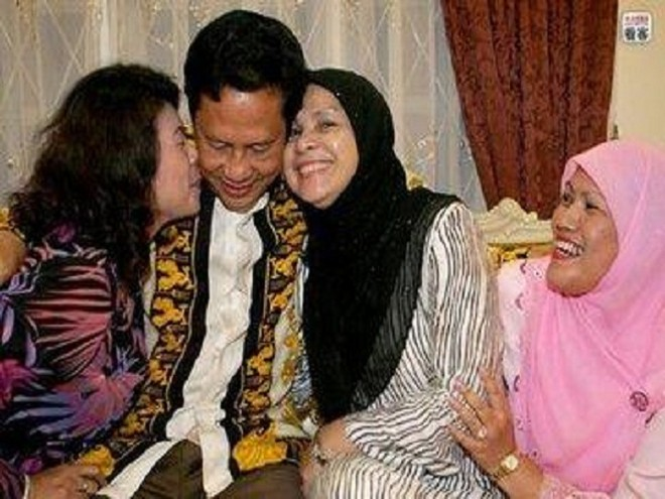"""Indonesia: Đàn ông muốn """"dăm thê bảy thiếp"""" phải đóng thuế ảnh 1"""