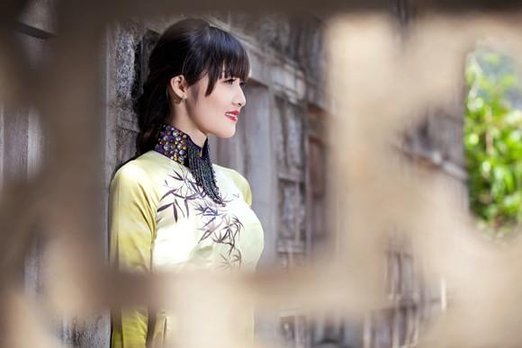 Hoa hậu Triệu Thị Hà mộc mạc khoe sắc tại Tràng An ảnh 7